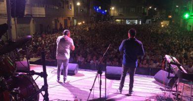 Gran afluencia de público y mucha diversión en las fiestas del Barrio de Santiago