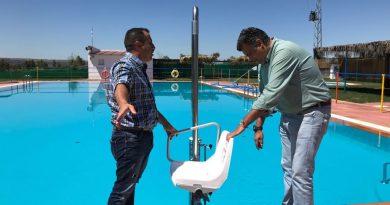 Instalan elevadores en las piscinas municipales  de las pedanías
