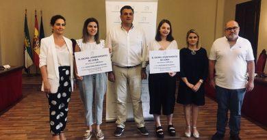 El Ayuntamiento premia a dos alumnas del IES Alagón por sus expedientes académicos