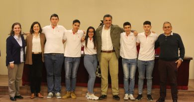 Los alumnos del Sagrado Corazón finalistas de un concurso financiero a nivel nacional visitan el Ayuntamiento