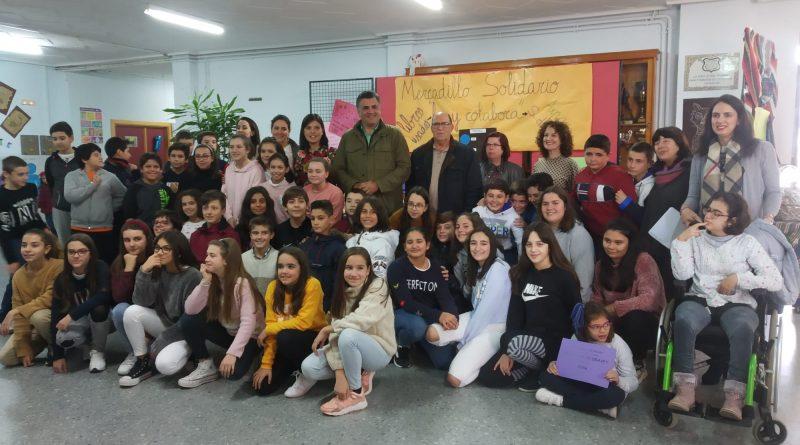 Los niños del Camilo Hernández realizan un mercadillo solidario a favor de AXPAY y Síndrome de Dravet